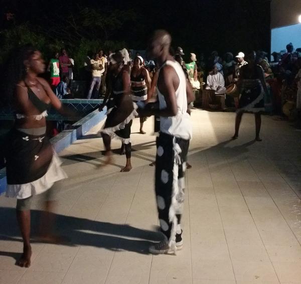 Fete sur le campement de chasse Ndomboto