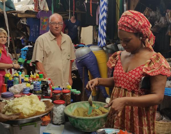 Visite d'un marché traditionnel au Sénégal